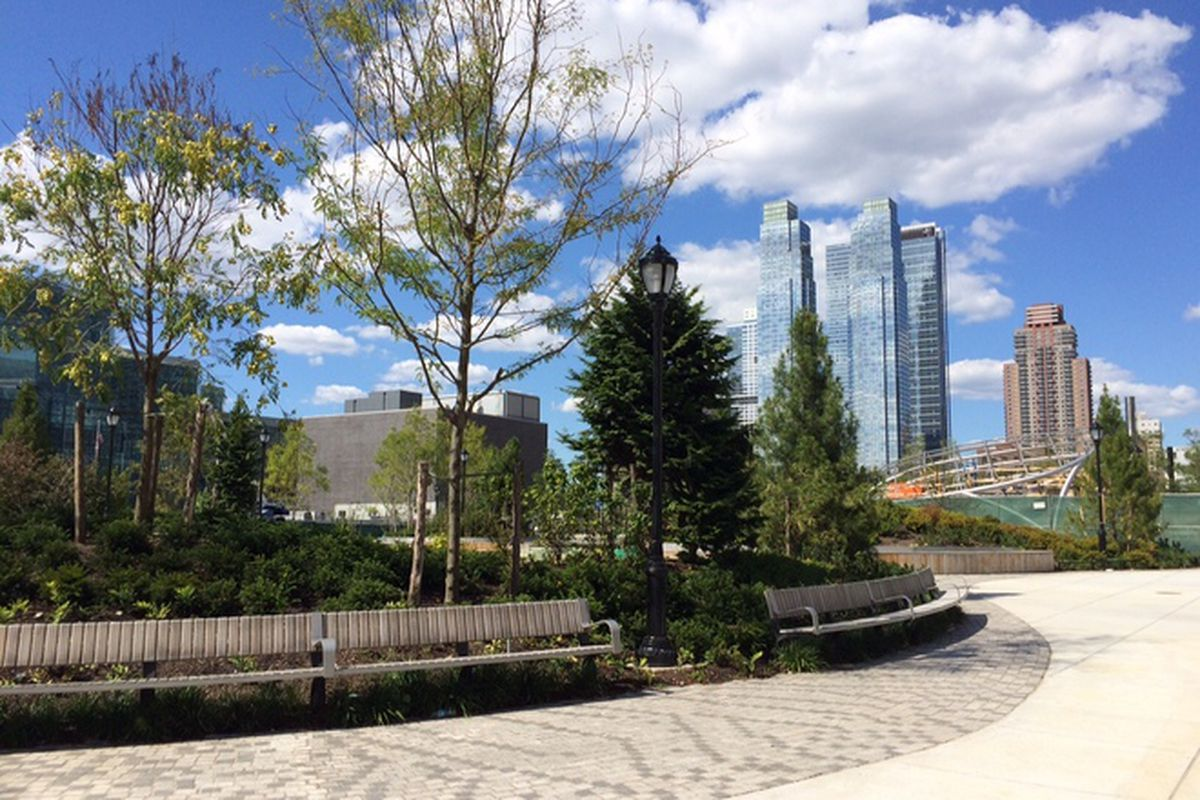 Hudson yards park is officially ready for visitors curbed ny for Hudson park