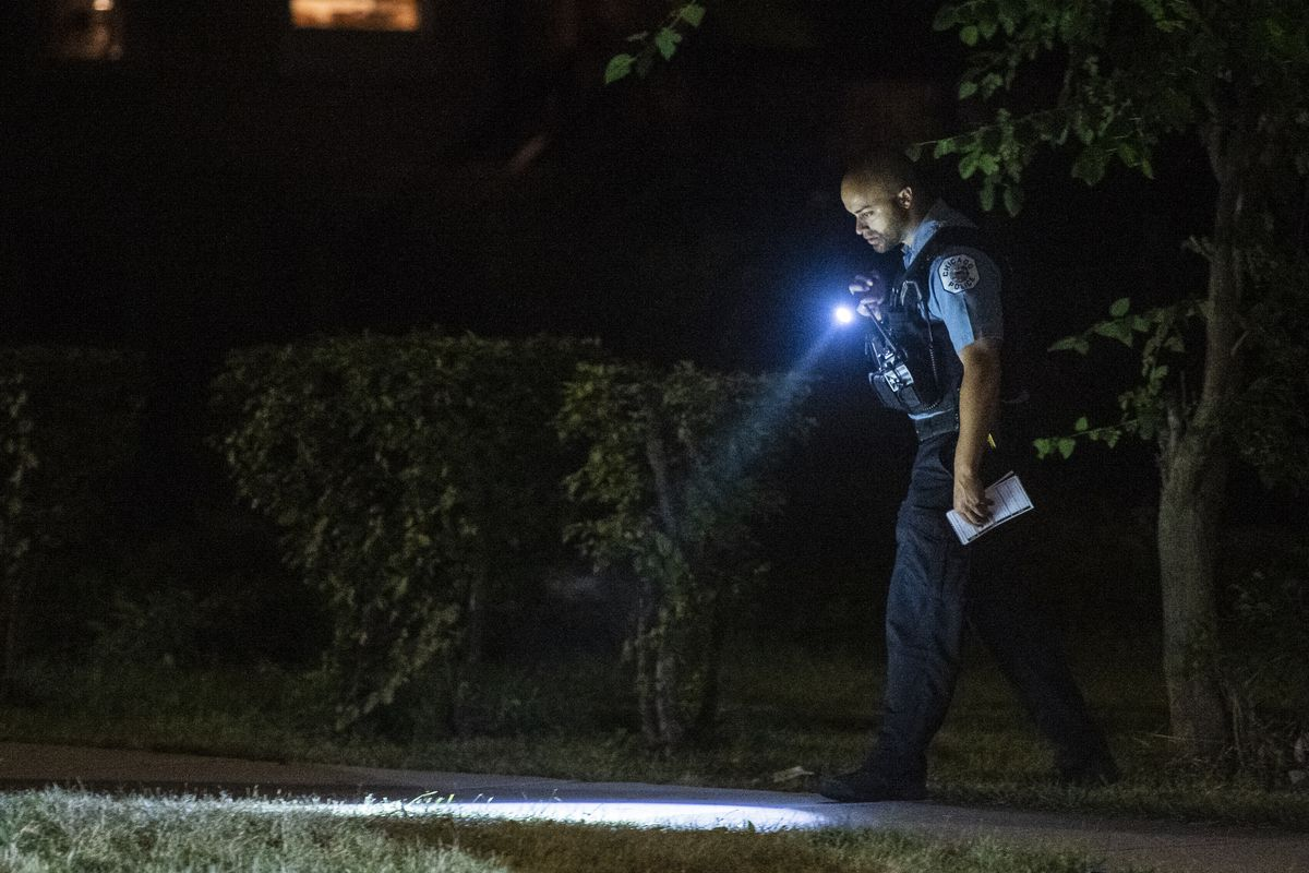 Police investigate the scene were a man was shot Tuesday morning in the 200 block of North Parkside Avenue. | Tyler LaRiviere/Sun-Times