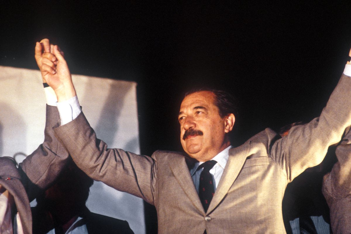 Raul Alfonsin campaigns in Argentina election October 1983.