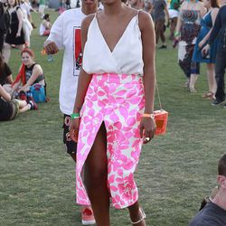 Another ace Solange style moment, this time in a vibrant J.Crew skirt, CC Skye box clutch and Stuart Weitzman sandals.