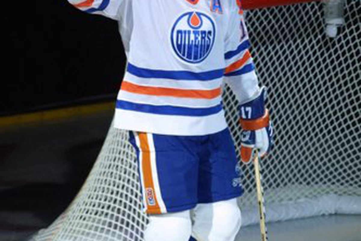 October 6, 2001: Incoming Hockey Hall of Famer Jari Kurri acknowledges the Edmonton crowd at the ceremony retiring his Oilers number 17.