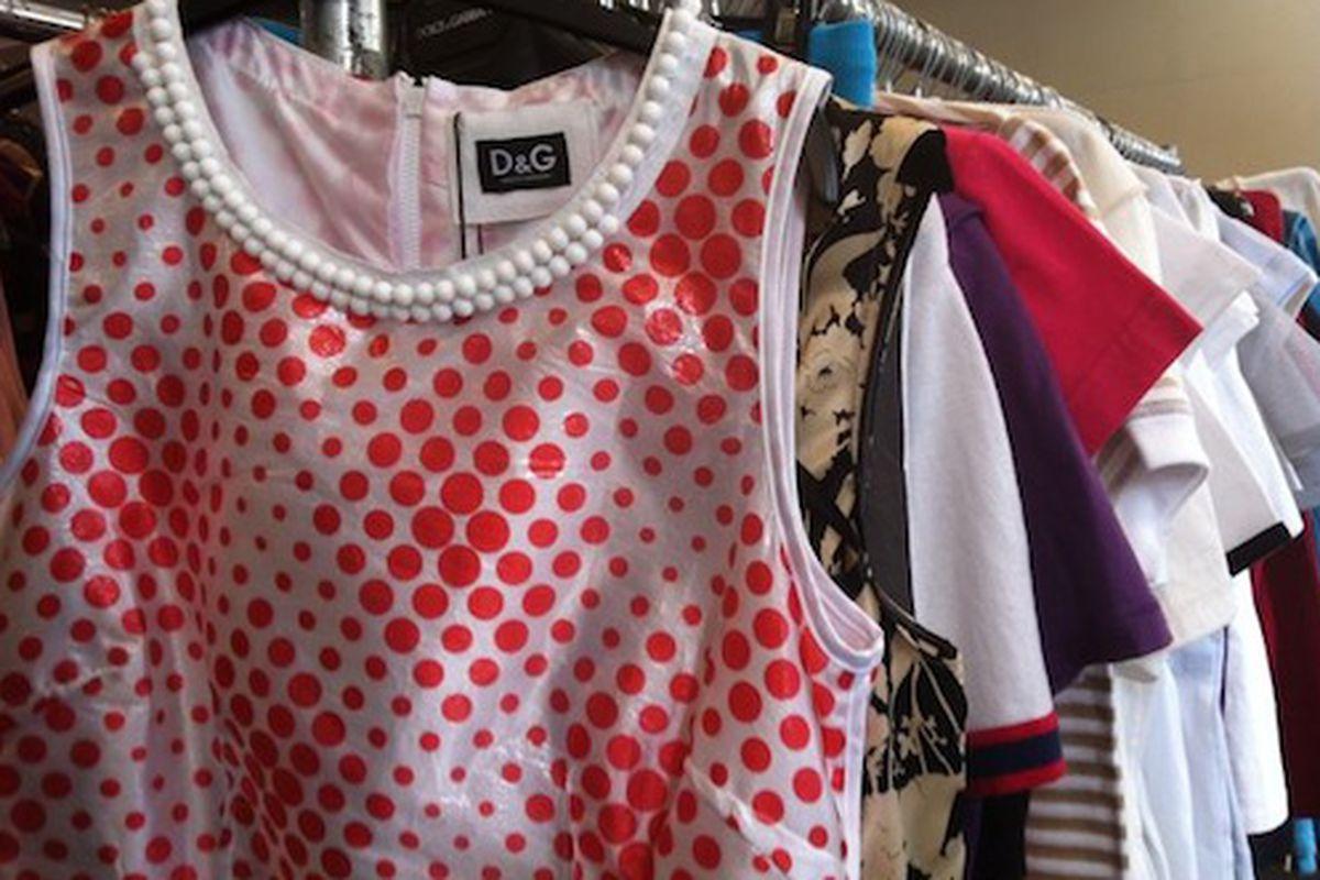 "Image via <a href=""http://samplesally.com/2012/04/13/random-merchandise-at-the-dg-sample-sale/#more-22303"">Sample Sally</a>"