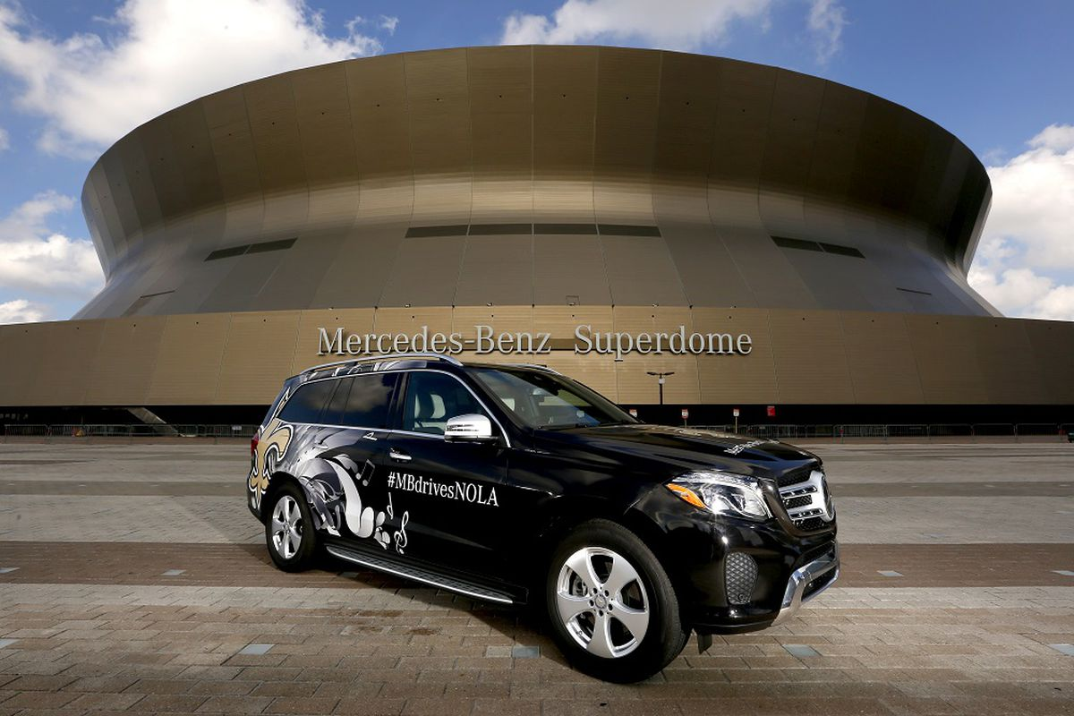 f0e89a4e941 We were picked up in front of our hotel a little after 9 00am. The  custom-wrapped New Orleans Saints Mercedes was the epitome of luxury. The  front seats are ...