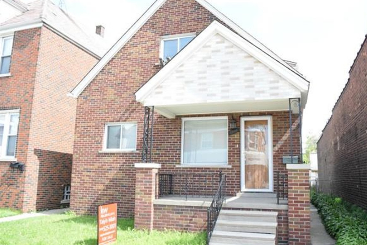"""Photos via <a href=""""http://www.zillow.com/homes/for_sale/Hamtramck-MI/pmf,pf_pt/house_type/88471299_zpid/31931_rid/days_sort/42.413889,-83.014197,42.374652,-83.102775_rect/13_zm/"""">Zillow</a>"""
