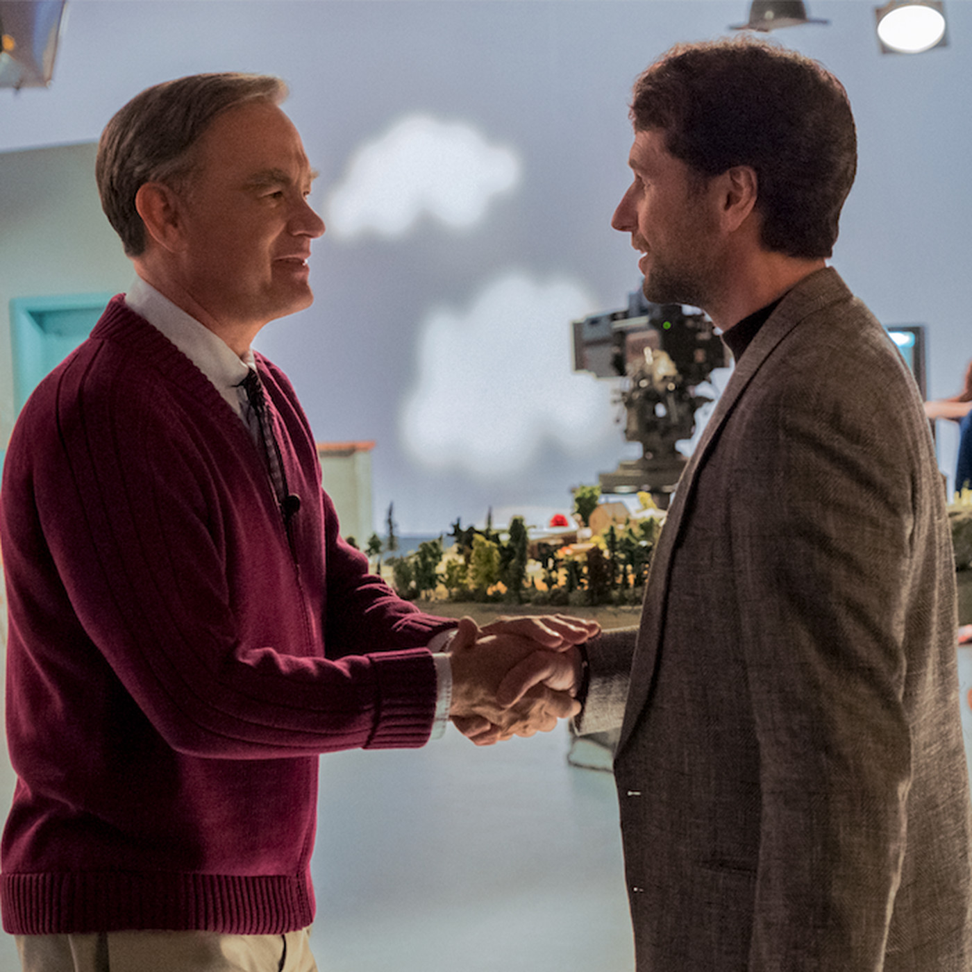 A Beautiful Day In The Neighborhood Movie Review Tom Hanks Makes A Wonderful Mister Rogers When He S There Chicago Sun Times