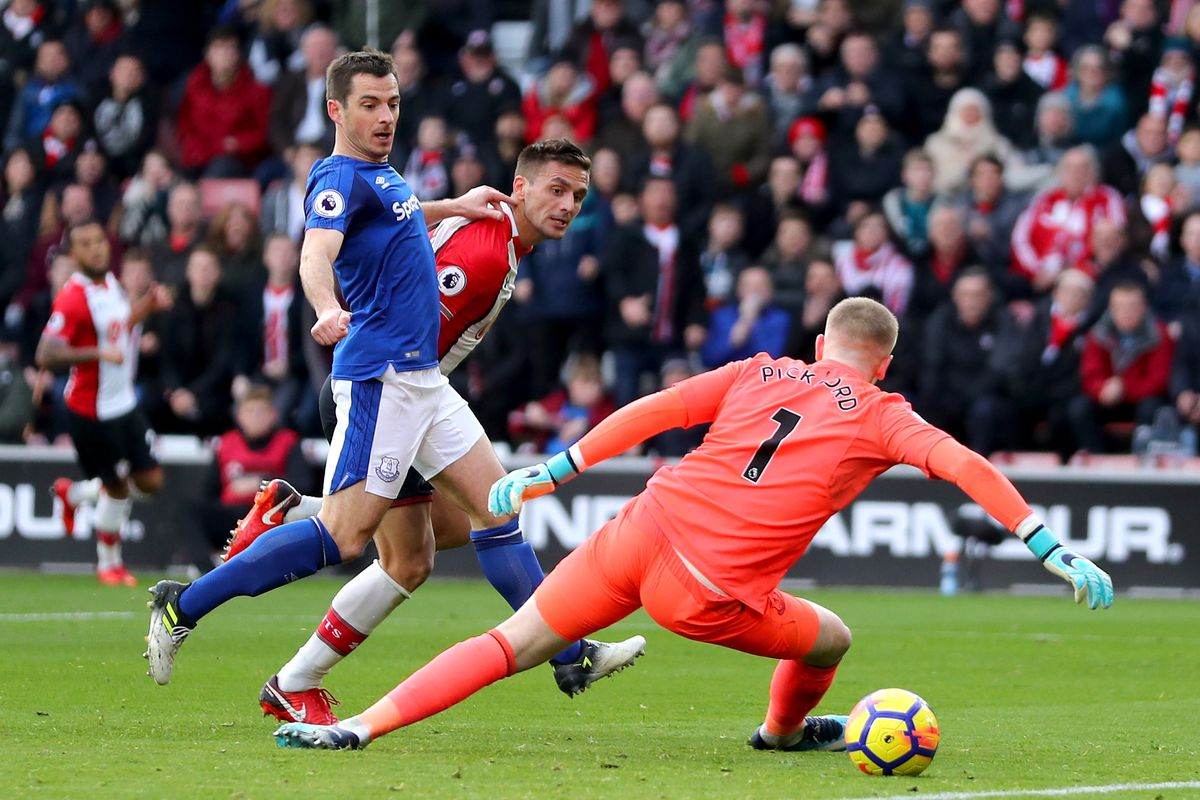 Seamus Coleman subbed off for Everton at half-time with new injury