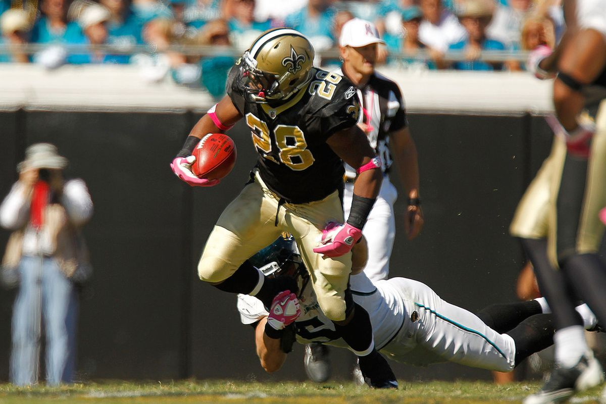JACKSONVILLE, FL - OCTOBER 02:   Mark Ingram #28 of the New Orleans Saints rushes during a game against the Jacksonville Jaguars at EverBank Field on October 2, 2011 in Jacksonville, Florida.  (Photo by Mike Ehrmann/Getty Images)