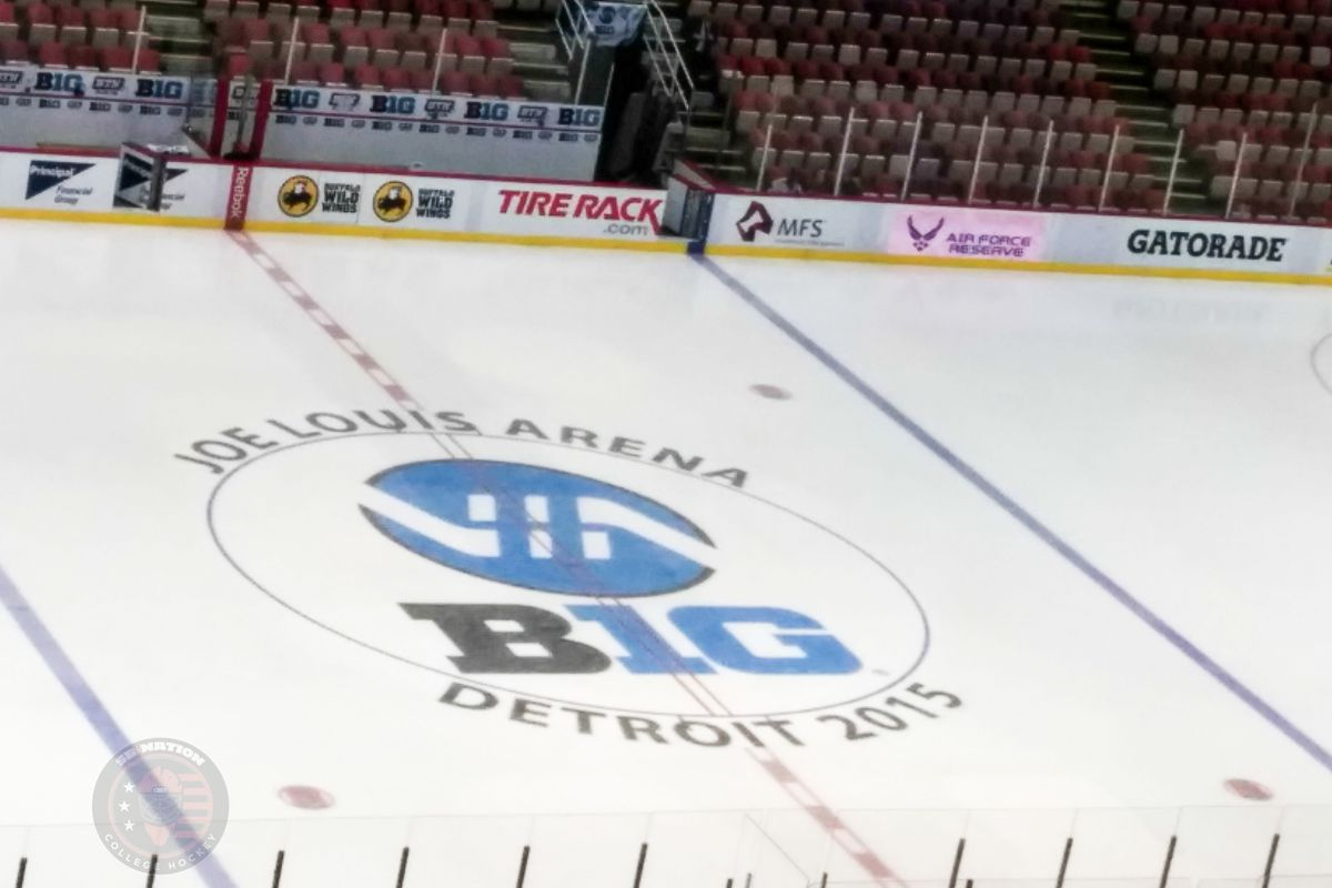 The photographer should not win a Wellsy for this pregame shot of Joe Louis Arena.