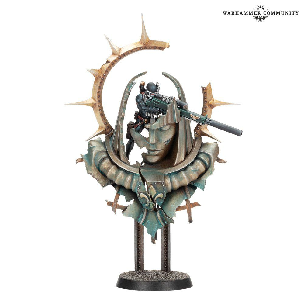 Warhammer 40k - a miniature of a Vindicare Assassin, perched as a sniper in the ruins of an old statue.