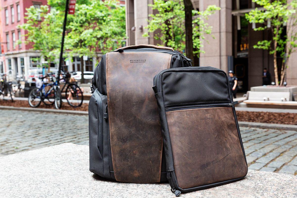 Рюкзак с выделениями из кожи
