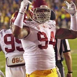 Leonard Williams tries to pump up the crowd.
