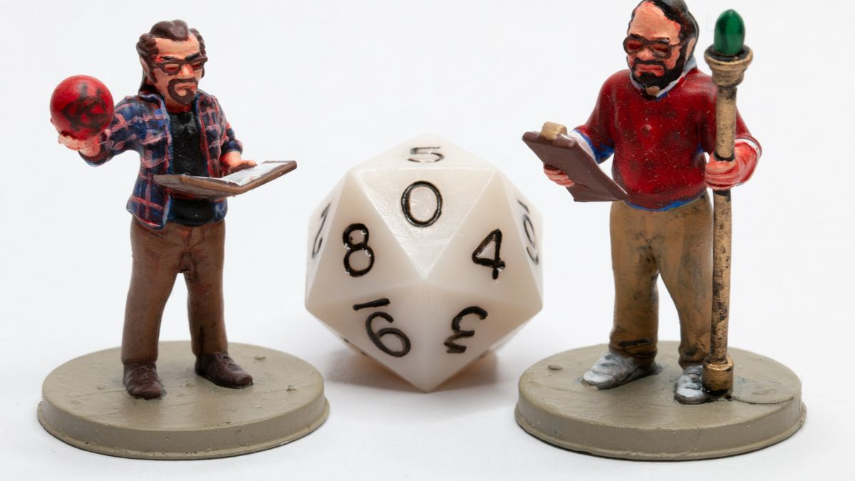 Miniatures representing Gary Gygax and Dave Arneson. Between them a solid white d20.