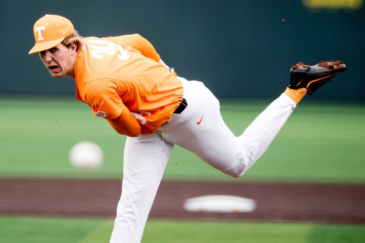 Top draft pick Garrett Crochet and the White Sox agreed to terms on Monday.