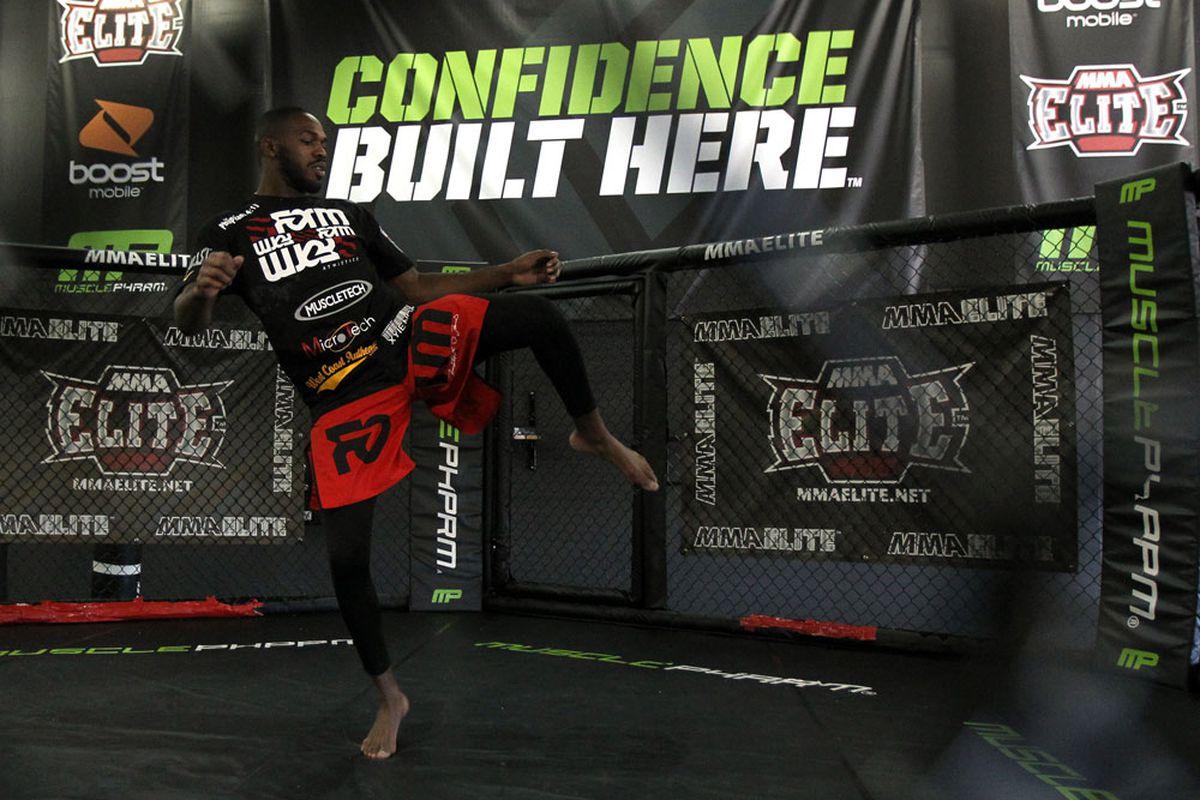 """via <a href=""""http://video.ufc.tv//135/photos/OpenWO/24_ufc135_open_workouts.jpg"""">UFC.com</a>"""