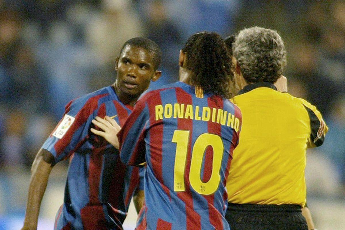 Barcelona's Samuel Eto of Cameroon (L) r