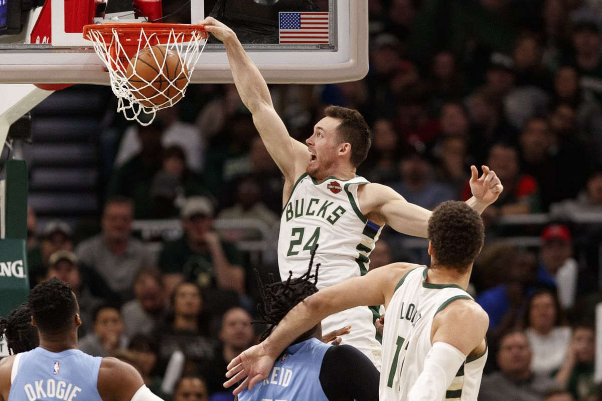 NBA: Minnesota Timberwolves at Milwaukee Bucks