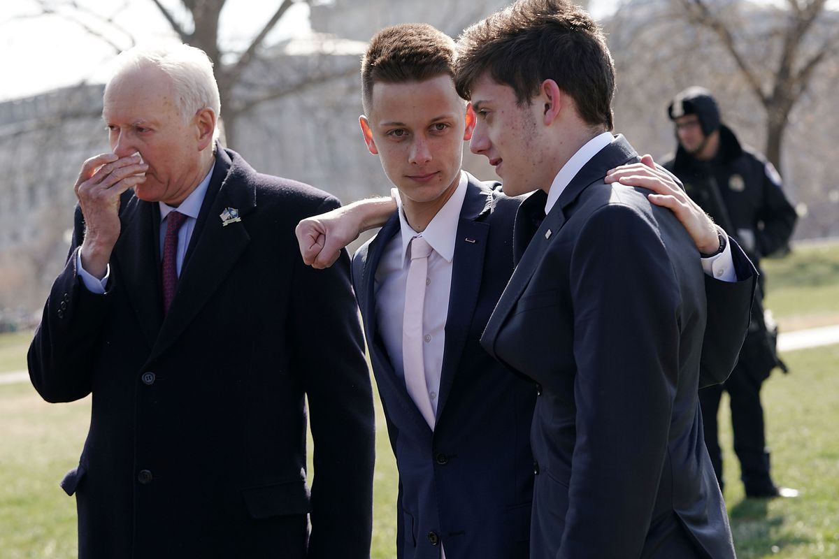 Kyle Kashuv (R) with fellow Parkland student Patrick Petty (C) and Sen. Orrin Hatch (L).
