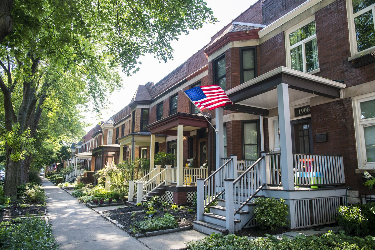 Row of houses in Roscoe Village.   Tyler LaRiviere/Sun-Times
