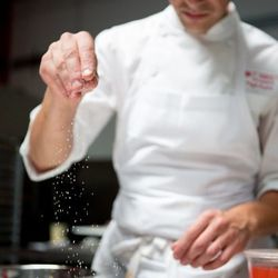 Pura finishes pâte de fruit with sprinkled sugar.