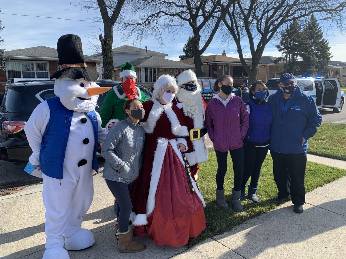 """Officer Paul Nauden's family was visited by the Chicago Police Memorial Foundation's """"Operation Santa"""" on Sunday, Dec. 13, 2020."""