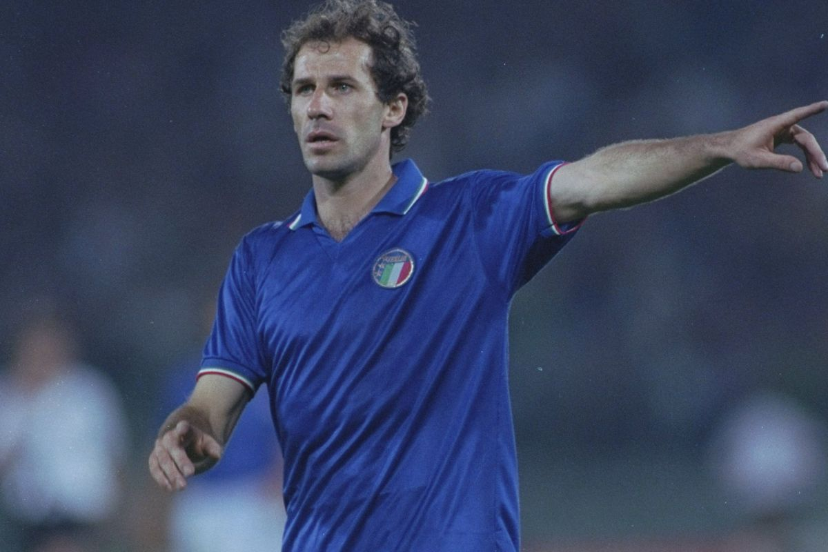 Franco Baresi, a Milan graudate, in all his glory!