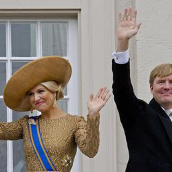 Netherlands' King Willem-Alexander and his wife Queen Maxima wave to well wishers from the balcony of Noordeinde Palace, after the King officially opened the new parliamentary year with a speech outlining the government's plan and budget policies for the year ahead in The Hague, Netherlands, Tuesday, Sept. 17, 2013.