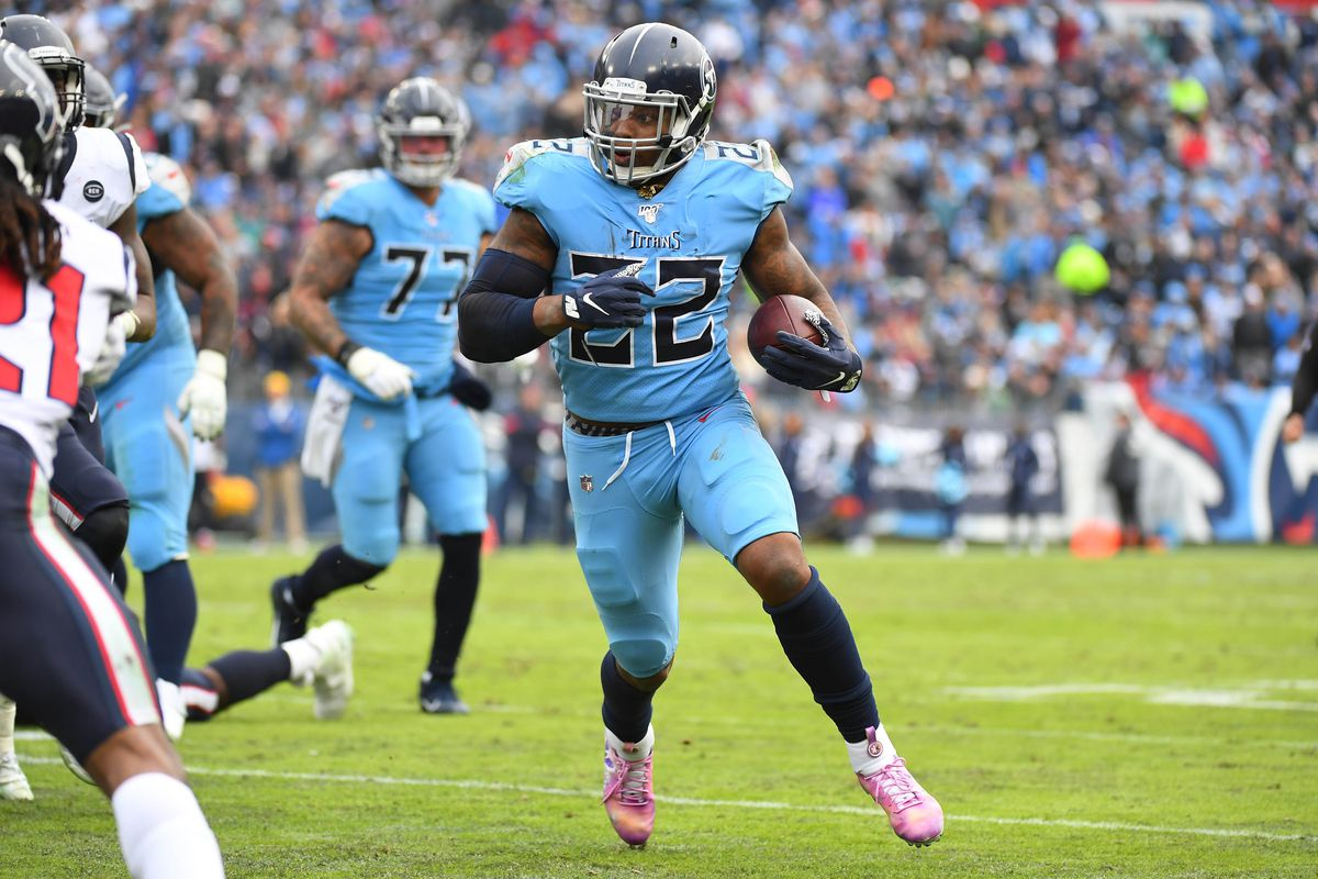 Tennessee Titans running back Derrick Henry runs for a short gain during the second half against the Houston Texans at Nissan Stadium.