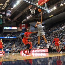 UConn�s Gabby Williams (15) goes in for a layup.