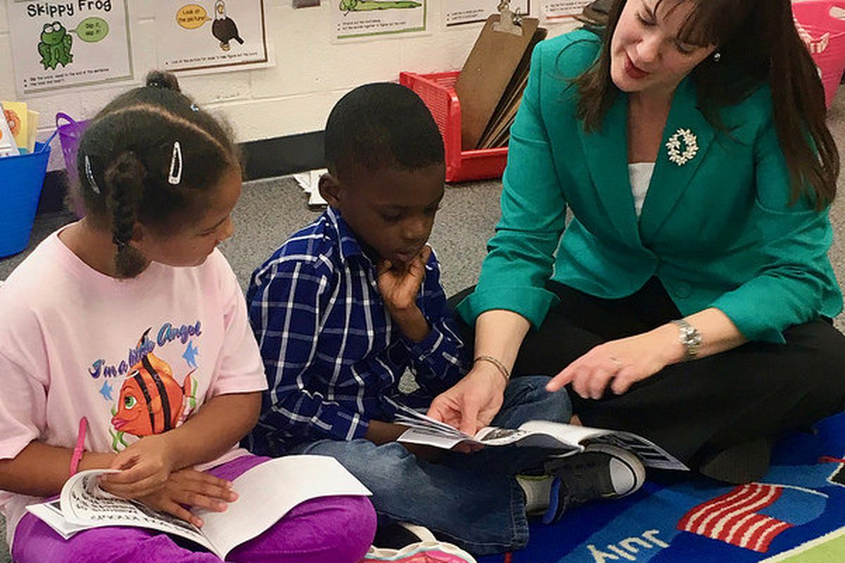 Outgoing Tennessee Education Commissioner Candice McQueen reads to students during one of her classroom tours. (Photo courtesy of Tennessee Department of Education)