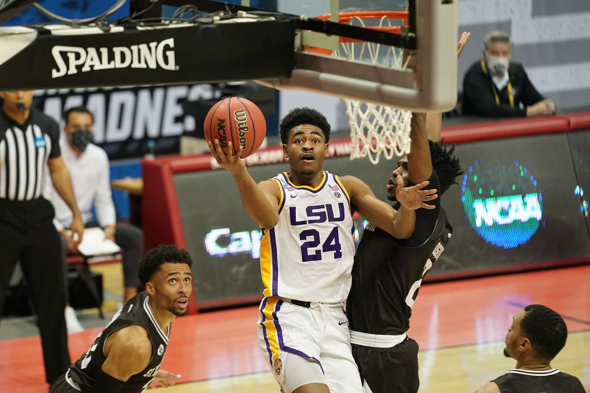 Louisiana State Tigers guard Cameron Thomas (24) moves to the basket against St. Bonaventure Bonnies forward Osun Osunniyi (21) during the second half in the first round of the 2021 NCAA Tournament at Simon Skjodt Assembly Hall.