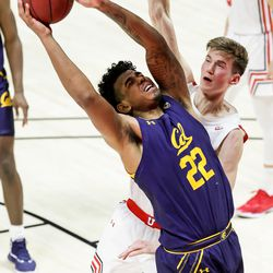 California Golden Bears forward Andre Kelly (22) goes to the hoop against Utah Utes center Branden Carlson (35) during the game at the Huntsman Center in Salt Lake City on Saturday, Jan. 16, 2021.