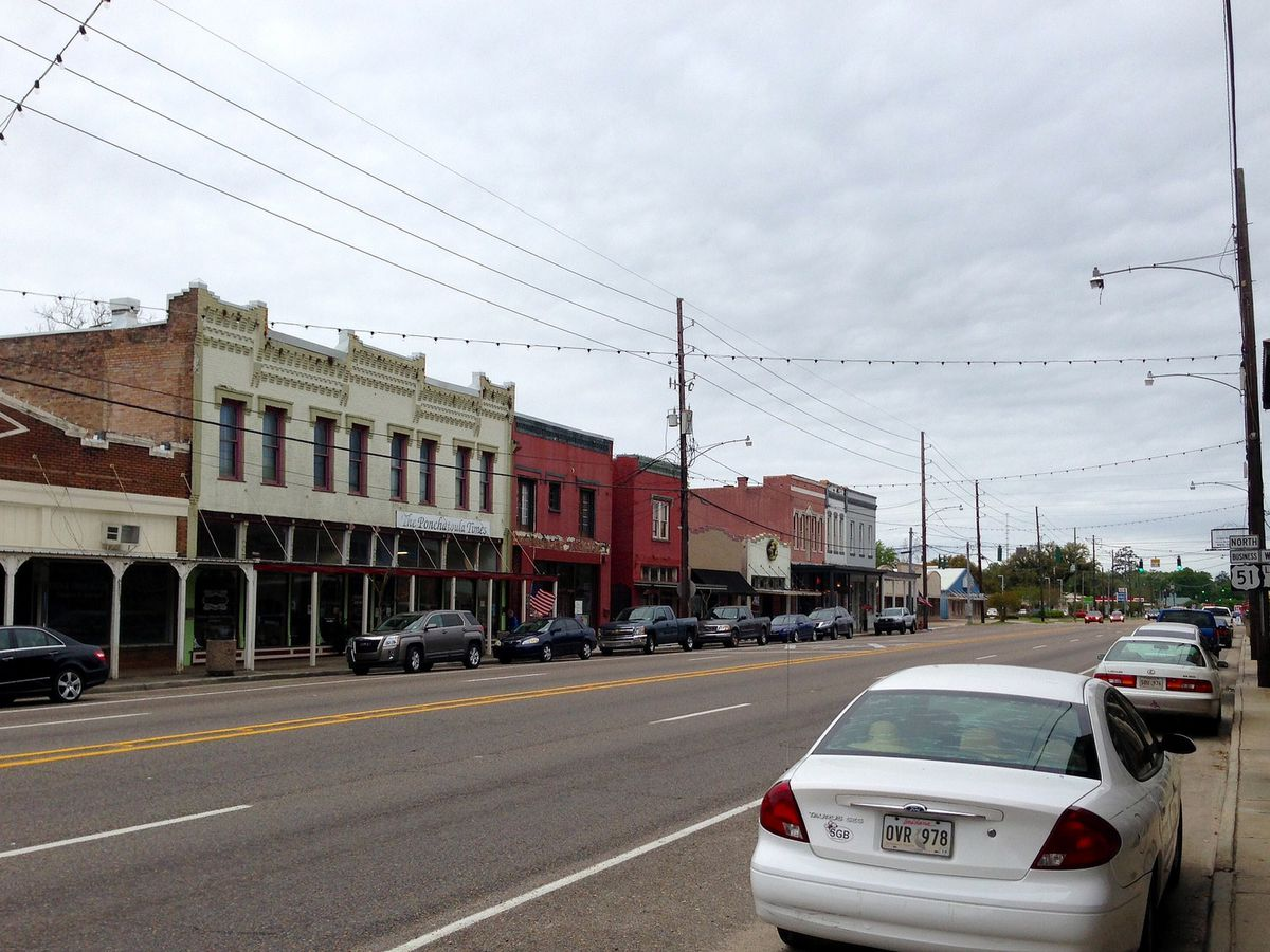 A street in Ponchatoula with a row of houses.