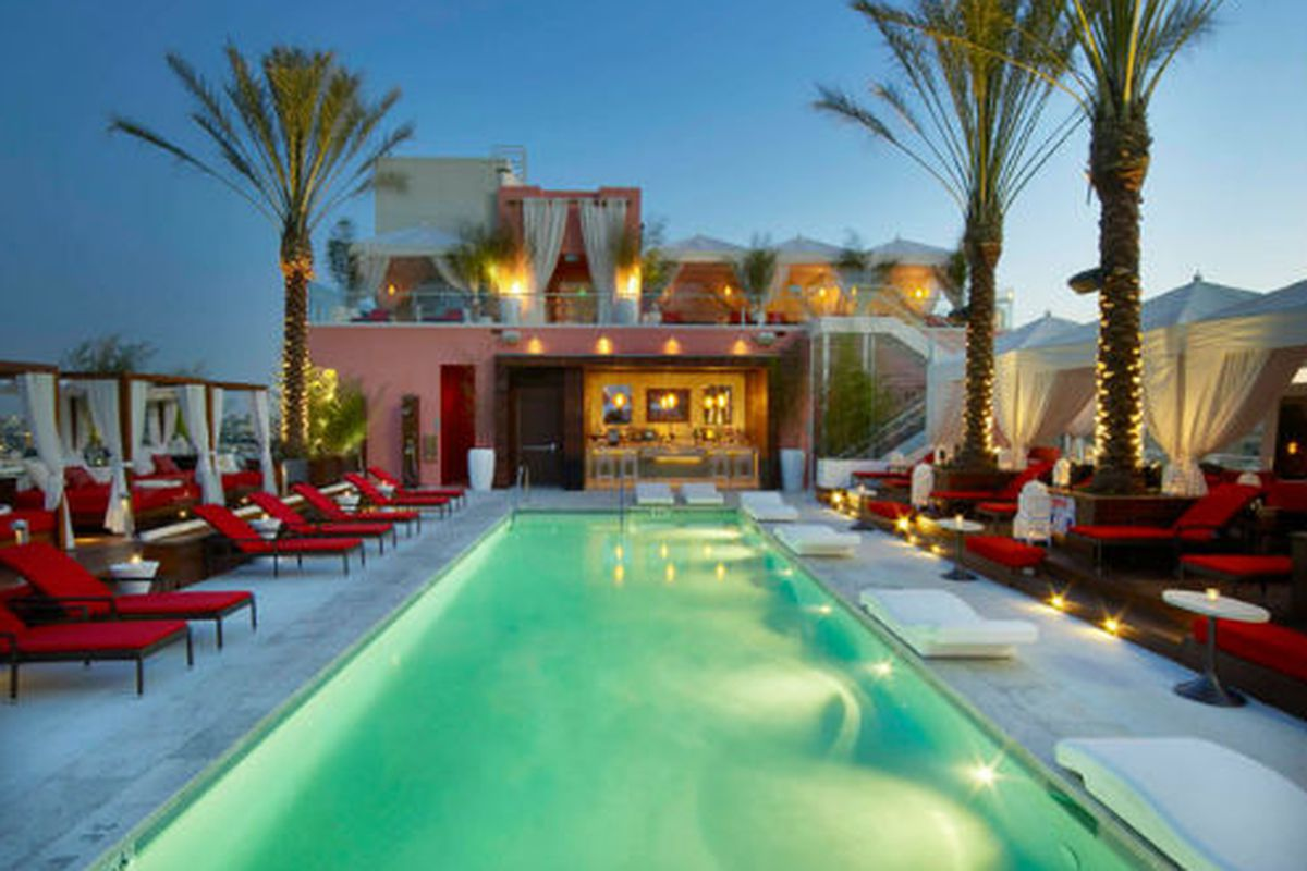 """Drai's Hollywood. Photo via <a href=""""http://www.bizbash.com/drais-hollywood-a-lounge-restaurant-and-poolside-cabanas-with-sweeping-views/gallery/58157"""">BizBash</a>."""