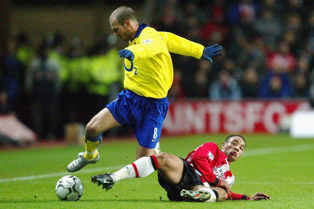 Griffit slide-tackles Arsenal's Freddie Ljungberg.