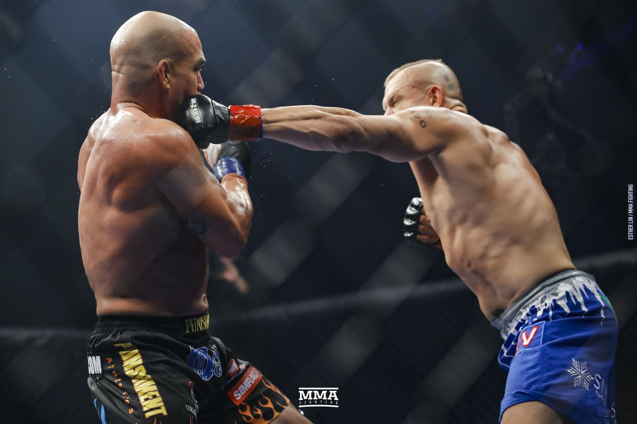 Tito Ortiz defeated Chuck Liddell in the Liddell vs. Ortiz 3 main event.