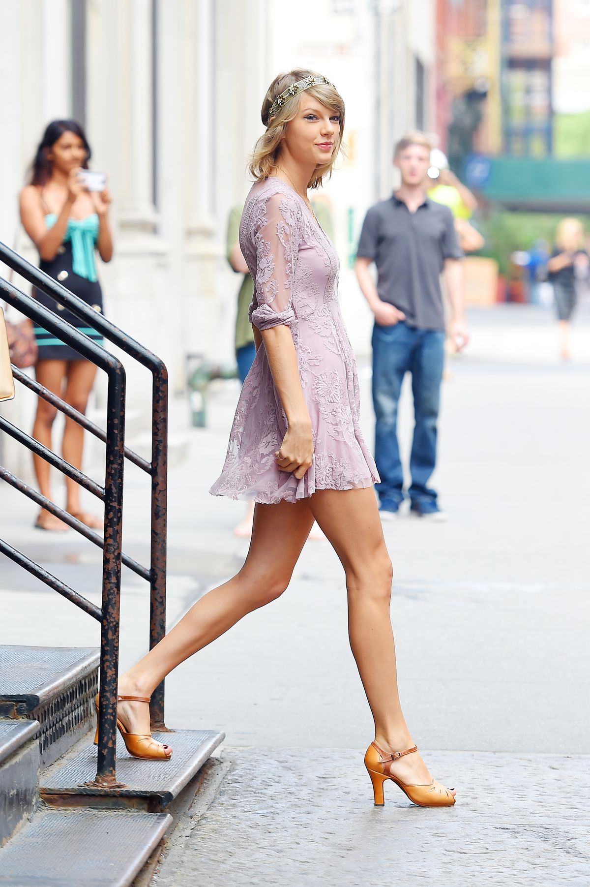 This Blogger Knows What Taylor Swift Is Wearing Before Anyone Else Racked