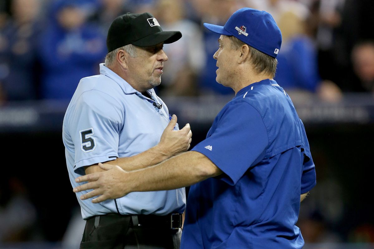 Dale Scott discsses the bizarre seventh inning play with Blue Jays manager John Gibbons.