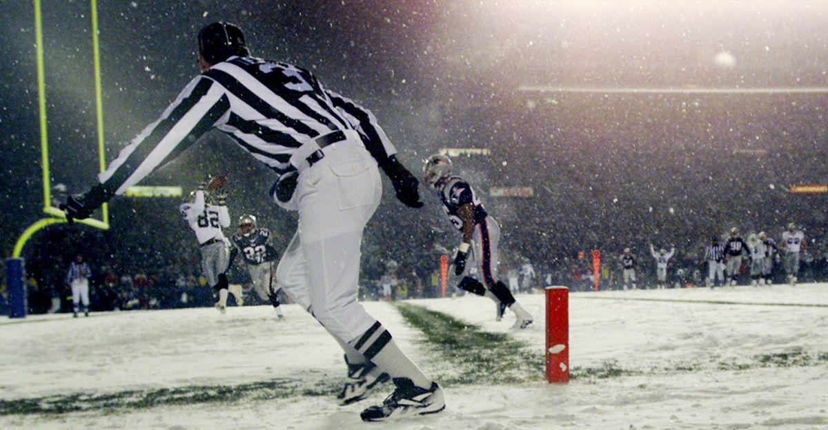 James Jett catches a second-quarter touchdown (AP Photo/Victoria Arocho)
