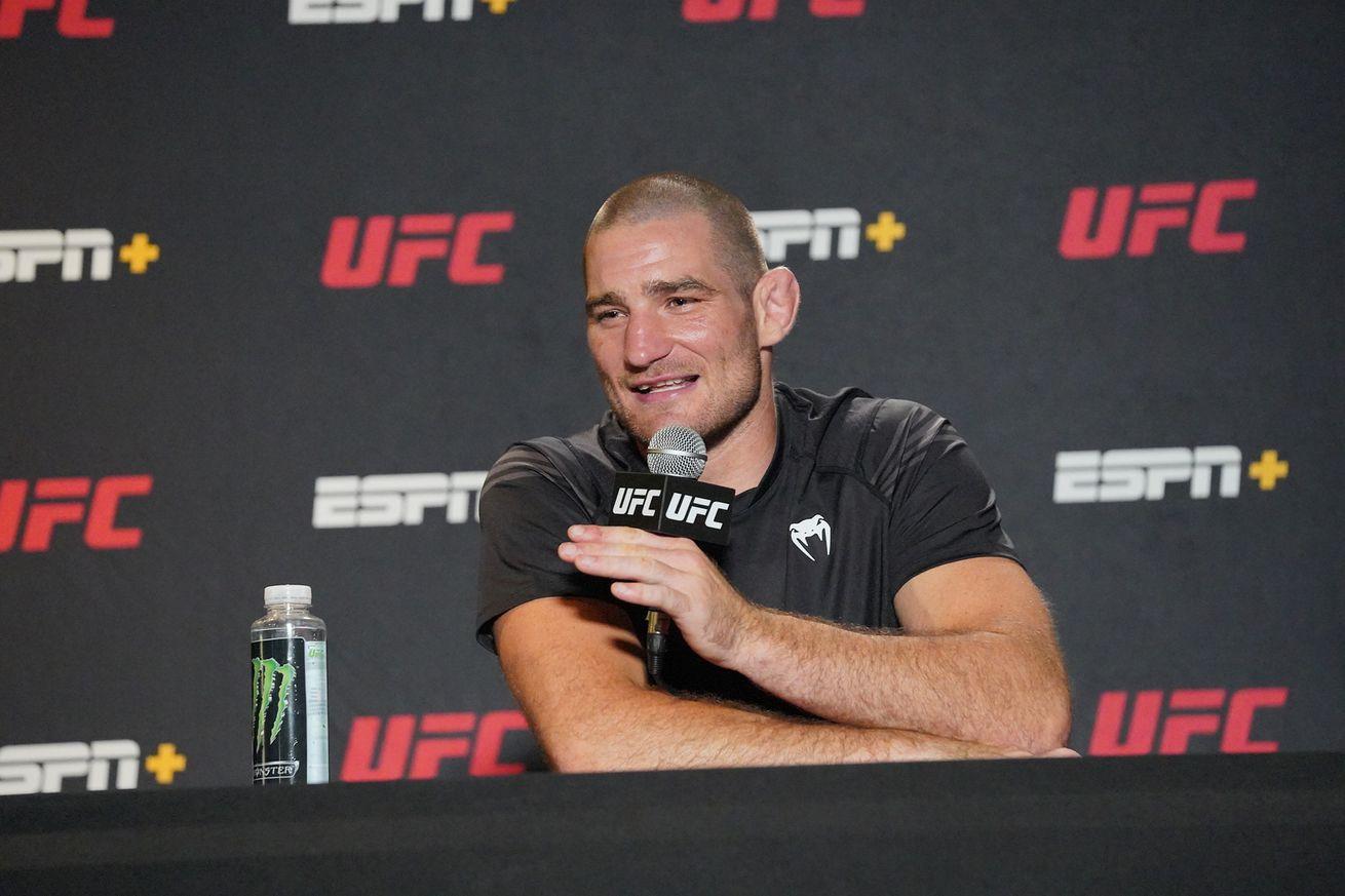 MMA: MAY 01 UFC Fight Night