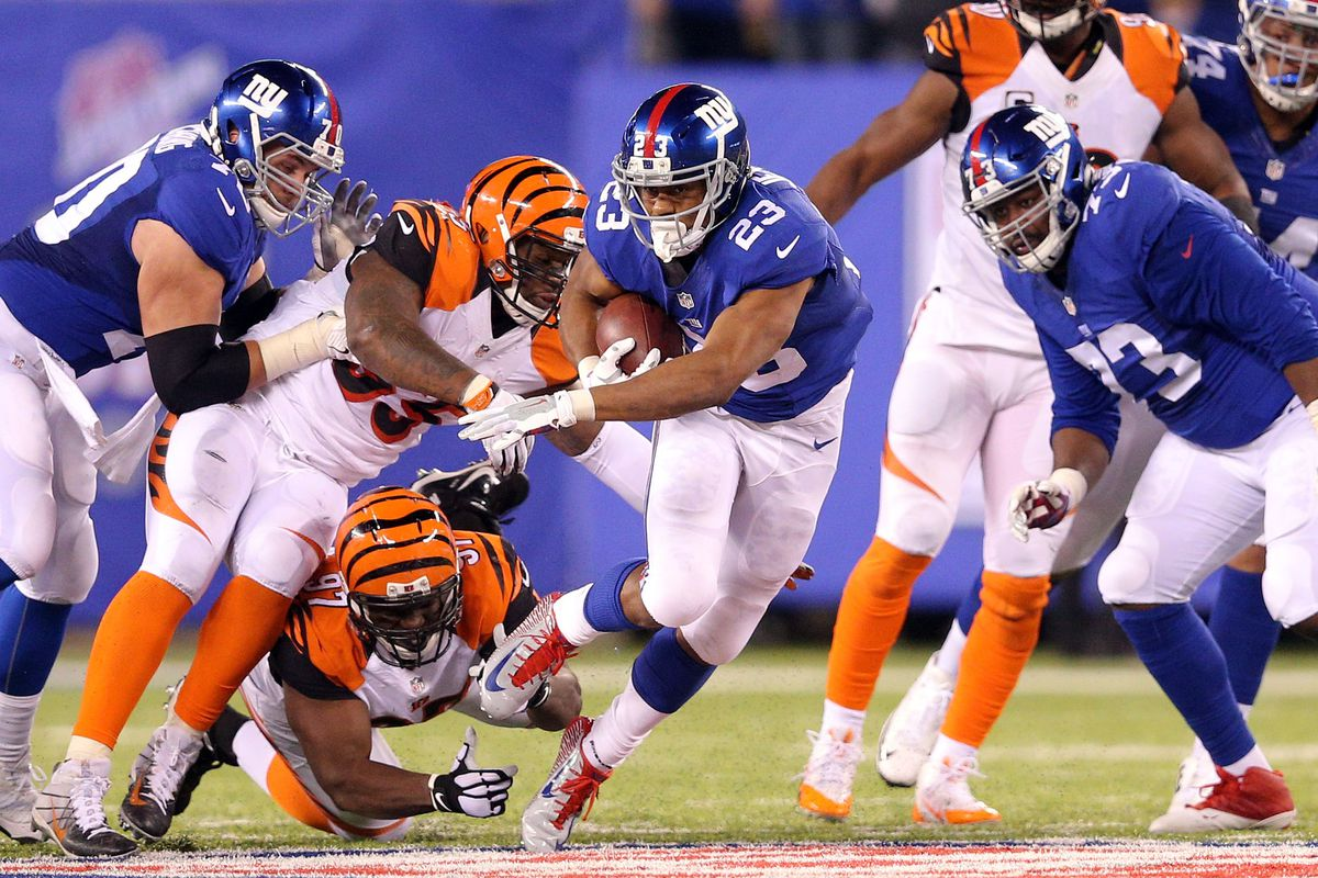 Rashad Jennings runs with the ball during the fourth quarter.