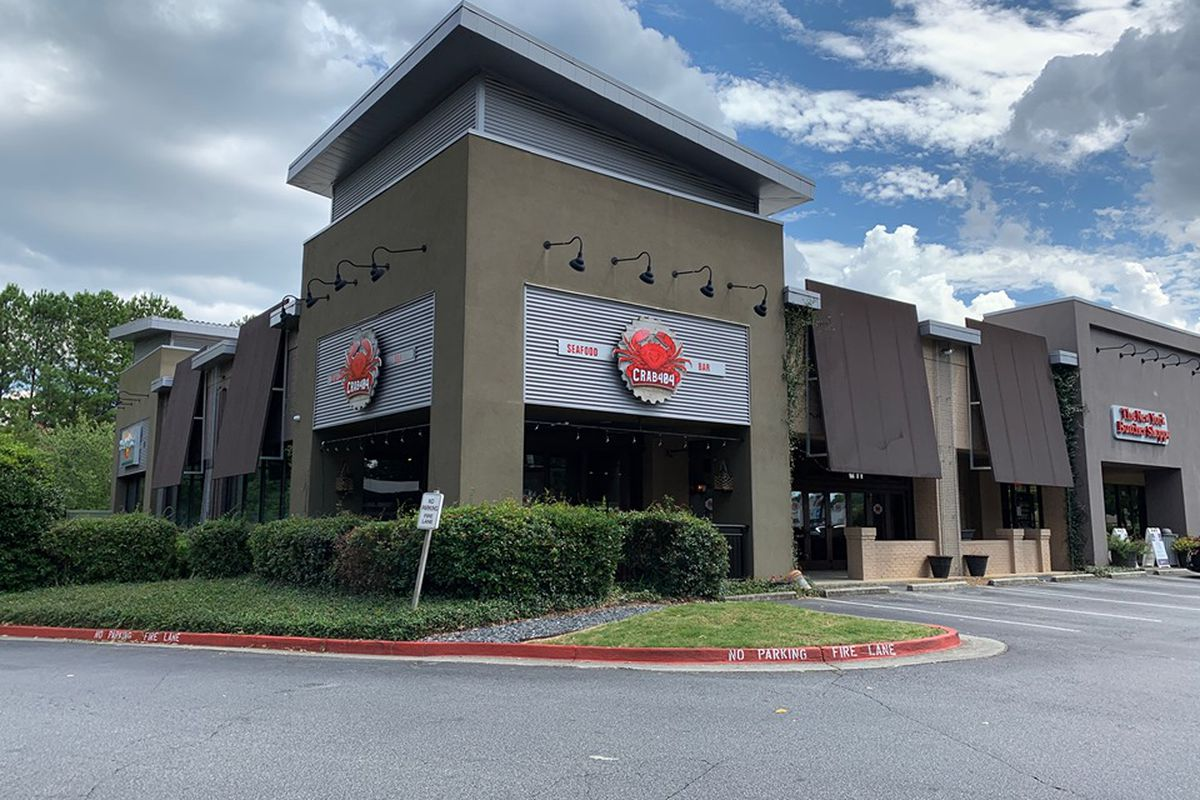 The outside of seafood restaurant Crab 404 in Sandy Springs