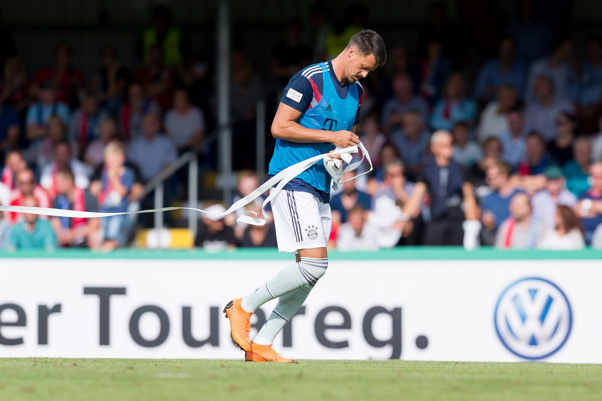 SV Drochtersen-Assel v Bayern Muenchen - DFB Cup DROCHTERSEN, GERMANY - AUGUST 18: Sandro Wagner of Bayern Muenchen cleans up the garbage of the supporters during the DFB Cup first round match between SV Drochtersen-Assel and Bayern Muenchen at Kehdinger Stadion on August 18, 2018 in Drochtersen, Germany.