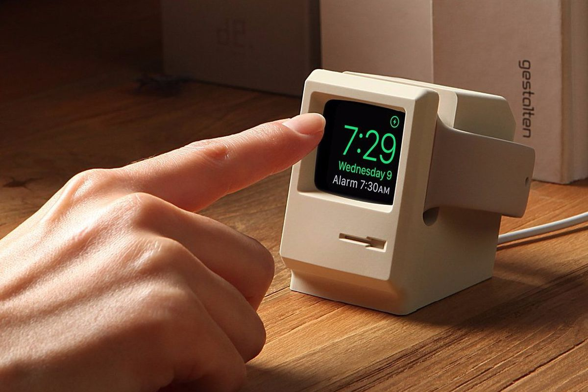 a6f0c64a2f8 This Apple Watch stand turns your smartwatch into a miniature Macintosh