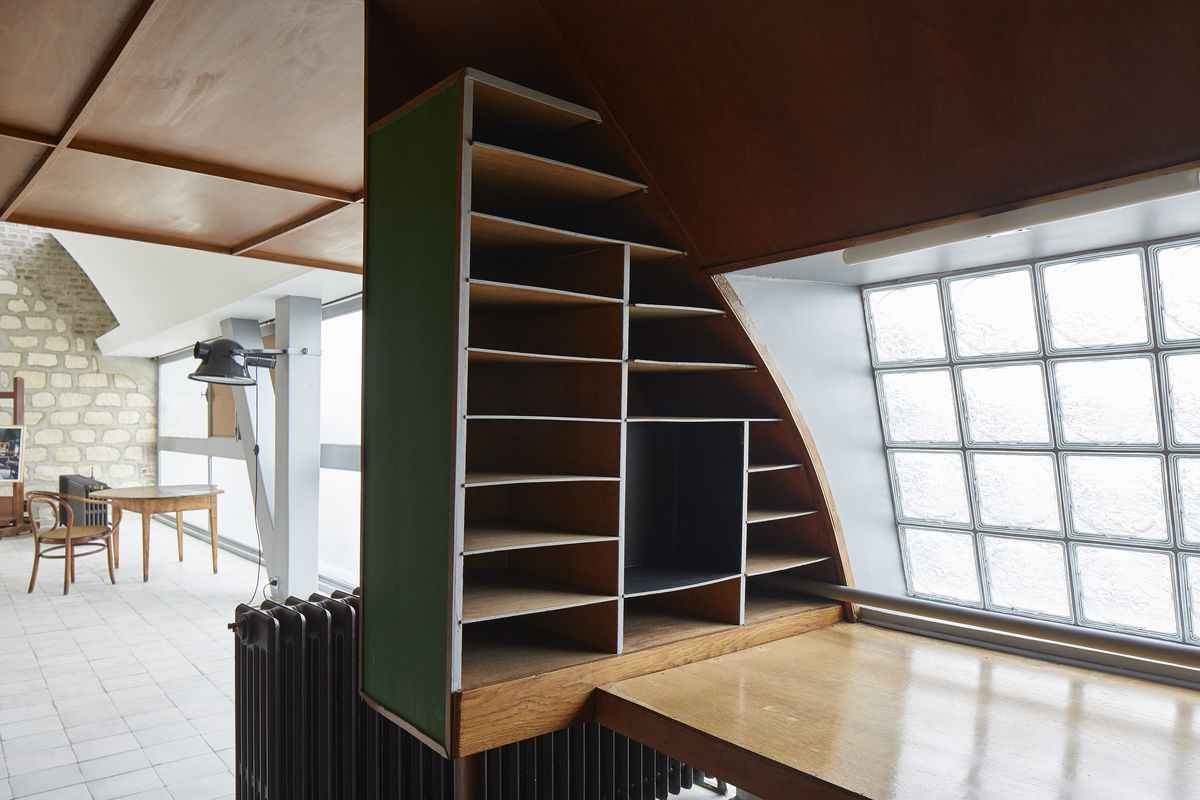 Room with built-in shelves and a wood table