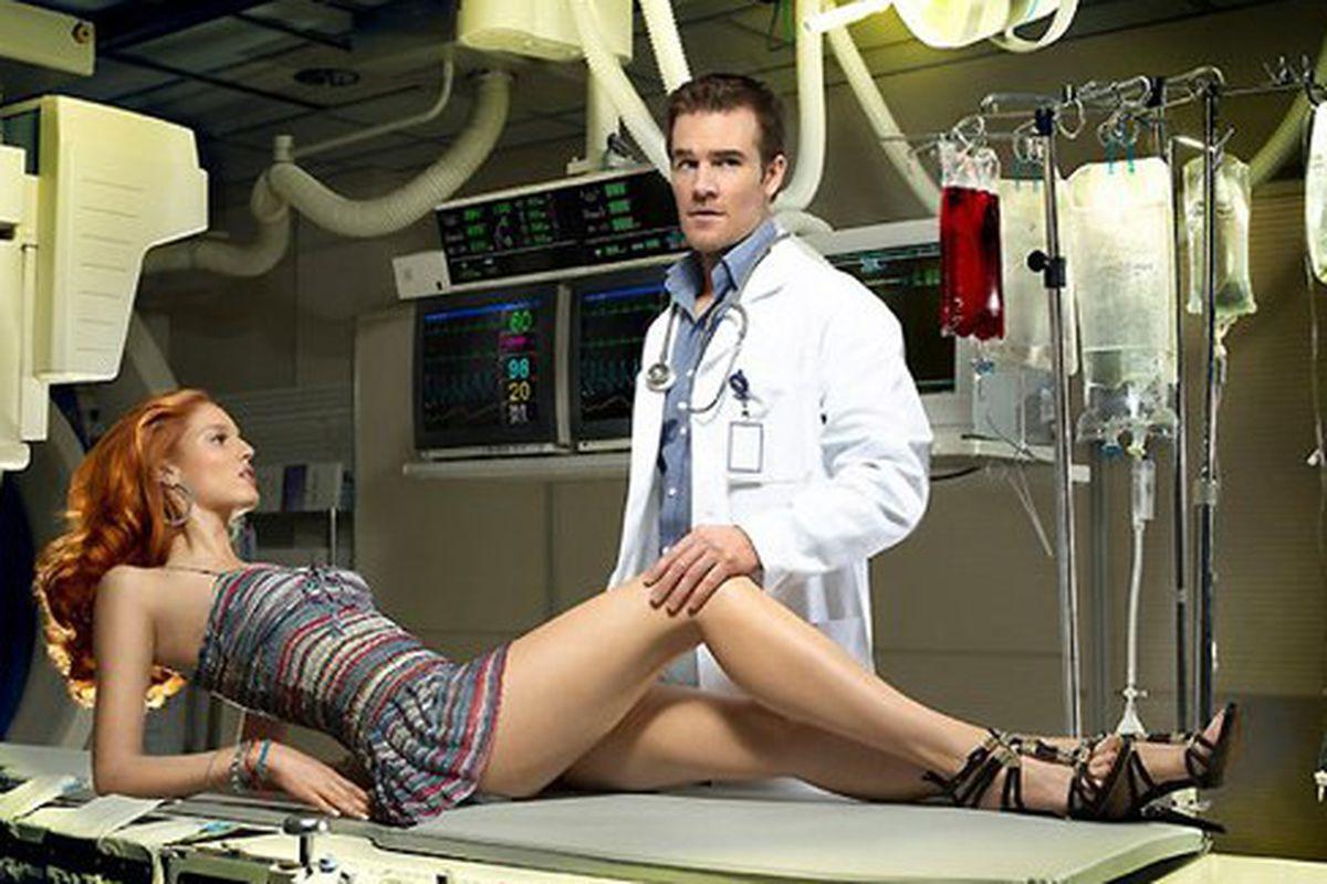 Трахнул медсестру у неё в кабинете, Клиент трахнул медсестру в кабинете 12 фотография
