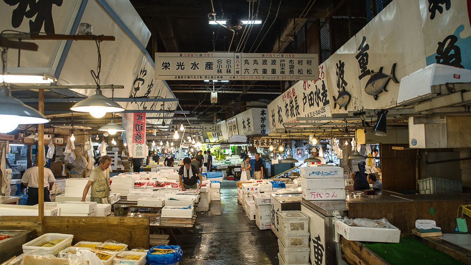 Fire breaks out at tokyo s famed tsukiji fish market eater for Wholesale fish market los angeles