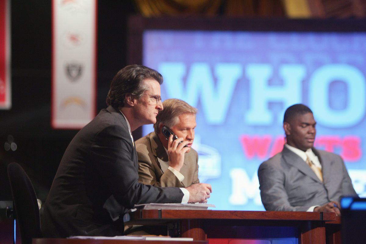 Lions go linebacker in Mel Kiper's Mock Draft 1.0