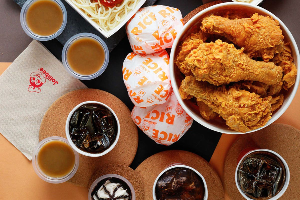 Fried chicken, biscuits, and spaghetti at Jollibee