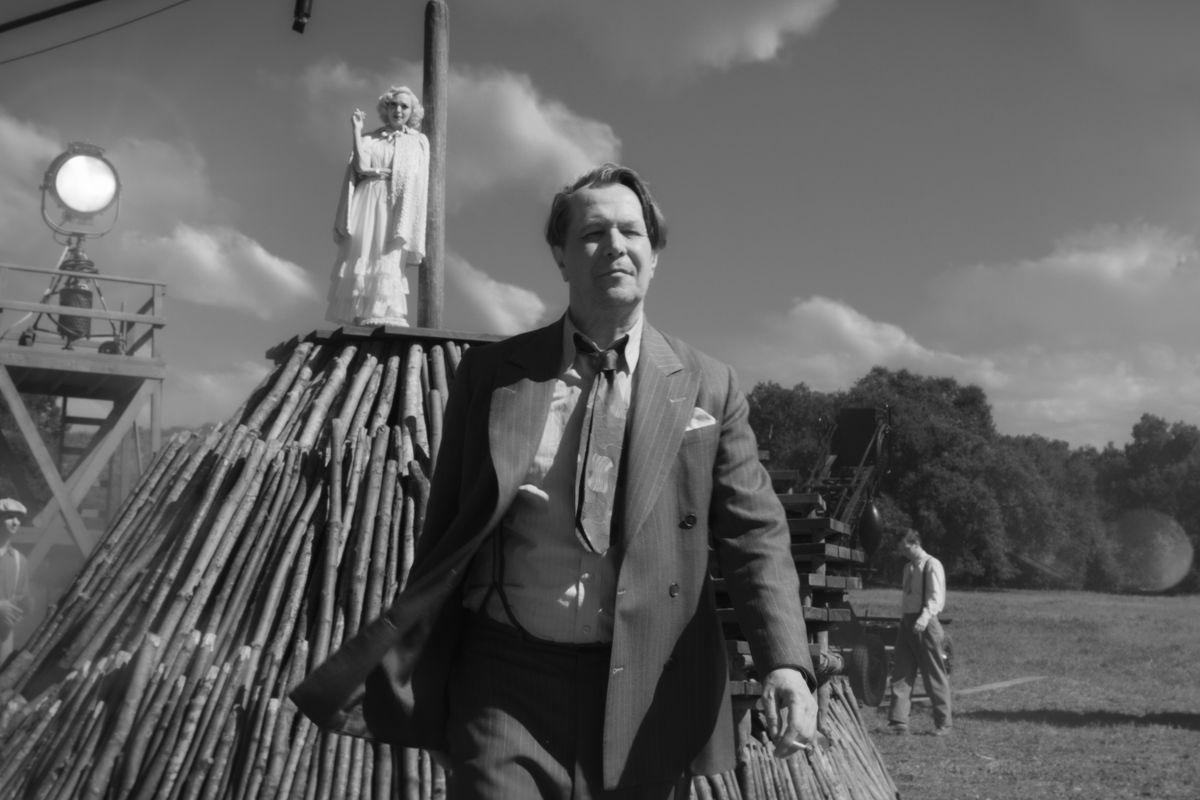 """Gary Oldman portrays Herman Mankiewicz in a scene from """"Mank."""""""