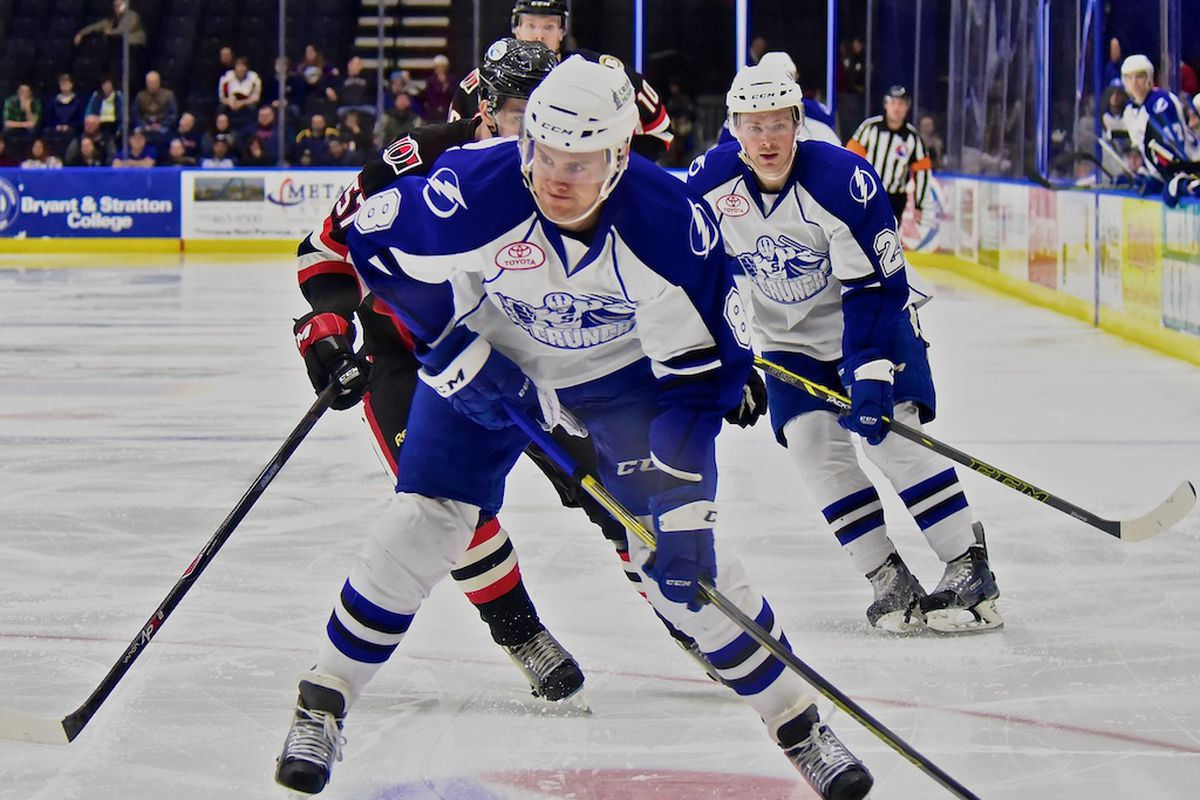 Syracuse Crunch forward Ryan Martindale with the puck this past Wednesday against the Binghamton Senators.